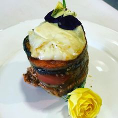 Hoy hemos hecho cake de carne  calabacin berengena tomate y patata