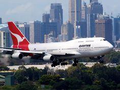 Qantas 747-400 landing at Sydney  Type: Boeing 747-438  Registration: VH-OJN  Location: Kingsford Smith International  Date: 02/12/2011
