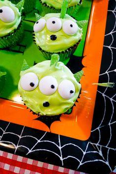 toy story cupcakes #disney #birthday #cupcakes #toystory http://www.monica-salazar.com