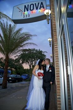 Wedding Venues in St Petersburg, Florida, provide great backgrounds for our Wedding Photographers.  Many venues date back to the 1920s, such as The Vinoy, Sunken Gardens, and Nova 535.