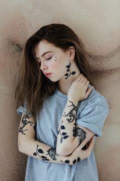 Pessoas brancas com tatuagens pretas são tipo, mais uma maravilha do mundo.