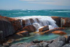Bay of Fires, Tasmania.Been to Tasmania but didnt have time to get here Outback Australia, Australia Travel, Queensland Australia, Western Australia, The Places Youll Go, Places To See, Billabong, Beautiful World, Beautiful Places
