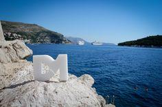El mar Adriático (del latín, Mare Hadriaticum) es un cuerpo de agua localizado al sur de Europa que separa a la península Itálica (al oeste) de la península de los Balcanes (al este), y al sistema de los montes Apeninos del de los Alpes Dináricos y sus sierras colindantes.  Es un golfo estrecho y alargado que mide como máximo 200 km de ancho de este a oeste, y 800 km de norte a sur.