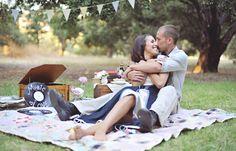 07-picnic-couple-hug-records