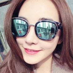 Mirror lenses modern look sunglasses squared-off frames