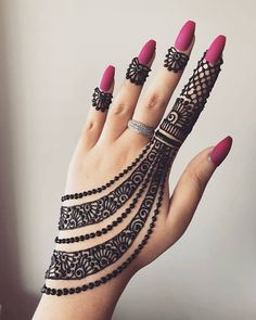 Simple Mehendi designs to kick start the ceremonial fun. If complex & elaborate henna patterns are a bit too much for you, then check out these simple Mehendi designs. Finger Henna Designs, Mehndi Designs For Girls, Modern Mehndi Designs, Mehndi Design Pictures, Mehndi Designs For Fingers, Beautiful Mehndi Design, Indian Mehndi Designs, Henna Tattoo Designs, Back Hand Mehndi Designs