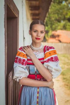 Modern Outfits, New Outfits, Ethnic Fashion, African Fashion, Ethnic Design, Ethnic Style, Costumes Around The World, Scandinavian Folk Art, Country Women