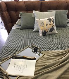 Manteles para vestir tu mesa en estas fiestas! #winter #christmas #holiday #happyholidays #decor #homedecor #interiordesign #design #home #house #trend #style #fashion #chic #luxury #luxuryhomes #furniture #homefurniture #muebles #decoracion #interiorismo #decoraciondeinteriores #diseño #diseñodeinteriores #diseñomexicano #hechoenmexico #sofa #designsofa cama nubula www.milahome.com.mx