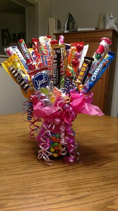 Learn how to make candy bouquets – Candy Bouquet Designs books. Start Candy Bouquet and Gift Basket Business or Do it for a hobby! If you are looking for a fun and thoughtful homemade gift idea consider creating a custom candy bouquet perfect for many. Teenage Girl Gifts Christmas, Christmas Food Gifts, Christmas Gift Baskets, Christmas Gifts For Boyfriend, Christmas Candy, Christmas Sweets, Christmas Ideas, Cheap Christmas, Homemade Christmas