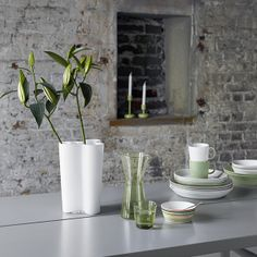 Classic Iittala tableware and vase. The Teema ranges in white and Celadon and Origo with the Kartio carafe and glass and Alto Vase, pure style. Nordic Design, Nordic Style, Scandinavian Living, Scandinavian Design, Arch Interior, Interior Design, Green Colour Palette, Color Palettes, Kartell