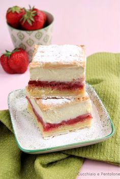 Krempita alle fragole per RE-CAKE   Cucchiaio e Pentolone No Cook Desserts, Italian Desserts, Delicious Desserts, Dessert Recipes, Ricotta, Gateau Cake, Sweet Corner, Custard Cake, No Bake Bars