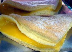 Cette recette a un nom curieux: serviettes de table sucrées! Sont faits avec une simple masse d´œufs, sucre et farine et sont remplis de crème pâtissière.