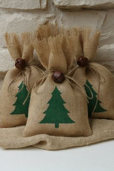 Burlap Gift Bags, Christmas Tree, Shabby Chic Christmas Wrapping, Green and…