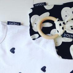 Yoemy hartjes romper met bijtring en knuffeldoekje info yoemy@yoemy.com #bijtring #knuffeldoekje #hartjes