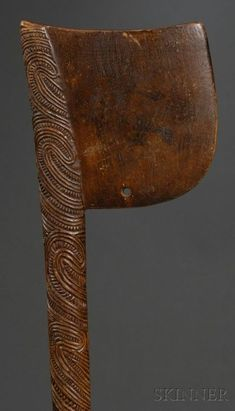 This article looks at the various types of Polynesian war clubs. It has lots of images to help readers identify where their Polynesian war club comes from and what it is worth. tribal war clubs are sometimes called wooden clubs or Pacific island clubs Polynesian People, Polynesian Art, Maori Tribe, Maori People, Maori Designs, Medieval Weapons, Maori Art, Stone Age, Tribal Art