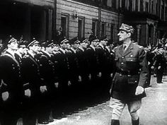 1939 1945 Charles de Gaulle passant en revue des marins de la France libre. - Résistance dans l'Europe occupée par les nazis — Wikipédia