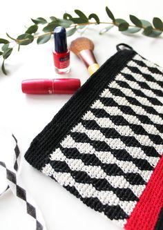 Virkattu Salmiakki-laukku Novita Nalle | Novita knits