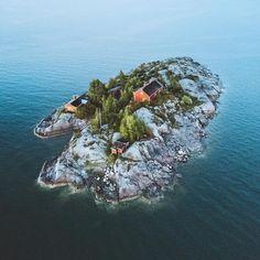 I waited for nothing and nothing arrived. Find this cute island in Helsinki and take a friend along! #visithelsinki  Joonas Linkola (@joonaslinkola) • Instagram-bilder og -videoer