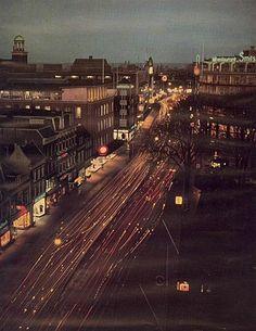 Jaren 50: Het Vredenburg. Op de achtergrond de Lange Viestraat