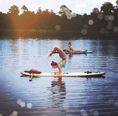 Check out the amazing Scorpion Pose by Lori Schumacher; yoga pose performed at Orlando, United States on YogaTrail; the World's Yoga Network. Paddle Board Yoga, Surf Board, Asana, Namaste, Scorpion Pose, E Skate, Sup Stand Up Paddle, Sup Yoga, Zen