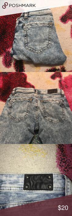 Buckle Black Distressed Skinny Jeans Buckle Black - distressed, light wash/acid wash, skinny jeans - SIZE 27 - INSEAM - 29 Buckle Jeans Skinny