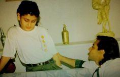 Childhood photos of Bollywood stars - Teenage Kareena Kapoor with a young lanky Salman Khan. Bollywood Images, Vintage Bollywood, Bollywood Stars, Salman Khan Young, Salman Khan Photo, Shahrukh Khan, Indian Celebrities, Bollywood Celebrities, Bollywood Actress