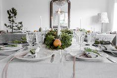 weihnachtlich den Tisch gedeckt