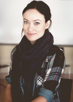 Olivia Wilde, scarf and plaid. So cure Olivia Wilde, Olivia Munn, Die Wilde 13, Beautiful People, Beautiful Women, Liv Tyler, Top Celebrities, Girl Crushes, American Actress