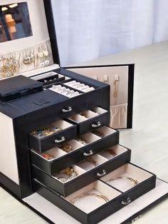 Five Layer Leather Jewelry box Lock with a key Jewelry Organizer Drawer, Jewellery Storage, Diy Interior, Leather Jewelry Box, Leather Box, Large Jewelry Box, Bedroom Closet Design, Cute Room Decor, Jewelry Organization