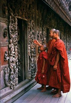 Birmanie (Myanmar), Mandalay - Monastère de Mandalay - Devient un moine… Buddha Buddhism, Buddhist Monk, Tibetan Buddhism, Buddhist Temple, Mandalay, Becoming A Buddhist, Becoming A Monk, Laos, Le Tibet
