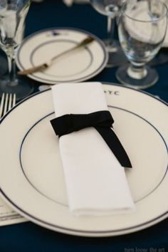 Black and White Table Setting {Turn Loose the Art}