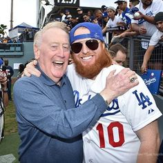THINK BLUE: @redturn2 with the one and only @vinscully by turnernation10
