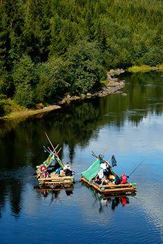 Zweden Op camping Vildmark kan je je eigen vlot bouwen en de Klarälven afzakken, wauw . zo mooi, vet avontuur. VILDMARK I VÄRMLAND, BOX 209, SE-685 25 TORSBY TELEFOON:  46 (0)560-140 40 INFO@VILDMA… Canoe Camping, Camping Survival, Cool Places To Visit, Places To Travel, Places To Go, Helsinki, Stockholm, Oslo, Alaska
