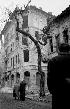Üllői út, jobbra a Vajdahunyad utca torkolata. Utca, Military Pictures, Hungary, Budapest, Old Photos, Ww2, Aesthetics, Times, Travel