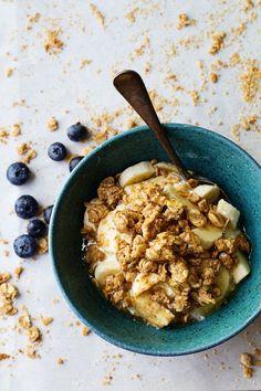 Big Cluster Peanut Butter Granola - a super simple and addictive homemade snack! Whole grains and no refined sugar. 270 calories. | pinchofyum.com #granola #healthy #recipe #peanutbutter