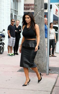 Celeb Diary: Kim & Kourtney Kardashian @ Dash boutique in Miami
