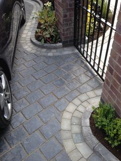 Grey split stone effect driveway with curves Marshalls Drivesys has been used for this period proper Block Paving Driveway, Permeable Driveway, Resin Driveway, Cobblestone Driveway, Driveway Landscaping, Driveways, Cobbled Driveway, Front Garden Path, Front Garden Landscape