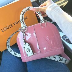 Sac Louis Vuitton en rose vernis, I like it 💗 Luxury Purses, Luxury Bags, Luxury Handbags, Fashion Handbags, Fashion Bags, Louis Vuitton Handbags, Purses And Handbags, Pink Louis Vuitton Bag, Louis Vuitton Jewelry