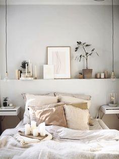 Elegant Home Interior schlafzimmerideen diy schlafzimmerdesign schlafzimmereinrichten bettvorsprung 294563631880749612 - 形状によるリビングルームの装飾 - Shelf Decor Bedroom, Interior, Bedroom Interior, Bedroom Diy, Home Decor, Cozy Small Bedroom Decor, House Interior, Cozy Small Bedrooms, Minimal Bedroom
