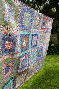 Beautiful quilt from Bea Spoke Quilts.  I love the combination of colors!