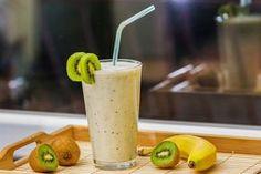 Smothie-Kiwi a banán Homemade Protein Shakes, Protein Shake Recipes, Easy Smoothie Recipes, Dessert Light, Kiwi And Banana, Jus Detox, Recipes Breakfast Video, Healthy Snacks, Healthy Recipes