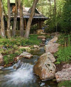 Casa de madera y riachuelo. Colorado Mountain Homes, Colorado Mountains, Vail Colorado, Mountain Cabins, Rocky Mountains, Mountain Living, Little Cabin, Log Cabin Homes, Log Cabins