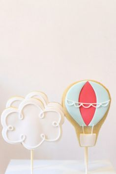 hot air balloon cookies brides-babies-birthdays-oh-my Fondant Cookies, Iced Cookies, Cute Cookies, Cookies Et Biscuits, Sugar Cookies, Birthday Party Desserts, First Birthday Parties, First Birthdays, Birthday Cookies