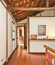 Casa em Paraty: telhas de barro e paredes de massa grossa - Casa paisagista Ana Clara Muylaert