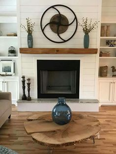 Keep current with the latest small living room decor a few ideas (chic & modern). Discover excellent techniques for getting fashionable style even though you have a small living room. Shiplap Fireplace, Farmhouse Fireplace, Home Fireplace, Fireplace Remodel, Living Room With Fireplace, Fireplace Design, Fireplace Mantels, Rustic Farmhouse, Fireplace Ideas