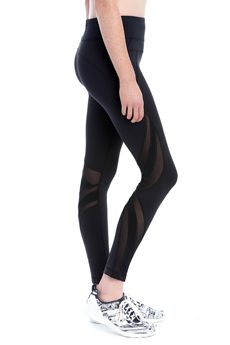 These Lolë leggings are designed in a breathable yet substantial fabric that provides just the right amount of support to make it the perfect choice for your favourite sporting or leisure activities. It features a lined CoolmaxŪ gusset and side mesh