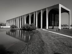 Oscar Niemeyer, GaZ Blanco · Palazzo Mondadori