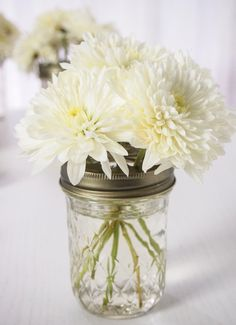 MASON JAR FLOWER ARRANGEMENTS - the simplicity really allows the flowers to shine.