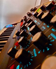 Love the fundamental sound Synthesizer Music, Vintage Synth, Keyboard Piano, Home Studio Music, Drum Machine, Futuristic Design, Audio Equipment, Electric Blue, Electronic Music