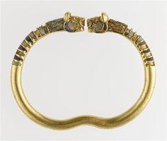 Iran/Persia | Bracelet; gold, lapis lazuli and mother of pearl | 4th century ~ Achaemenid Persian period